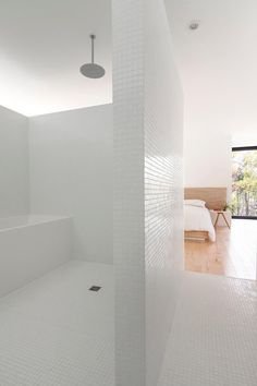 La Shed Architecture has completed Maison Terrebonne, a modern bungalow-home located in Terrebonne, Quebec, Canada. Simple Interior, Interior Design, Monochrome Interior, La Shed Architecture, Architecture Journal, Residential Architecture, Clad Home, Walk In Shower Designs, Bathroom Designs