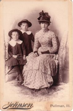 YOUNG-MOM-AND-2-KIDS-IN-PULLMAN-ILL-CABINET-CARD-BY-PULLMAN-CO-PHOTOGRAPHER