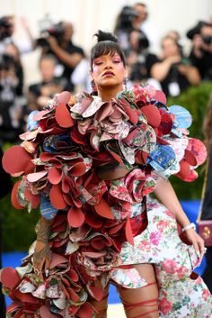 Rihanna at 2017 MET Gala. #METGala #2017METGala #metball #redcarpet #fashion #celebrity #celebritystyle #fabfashionfix #rihanna