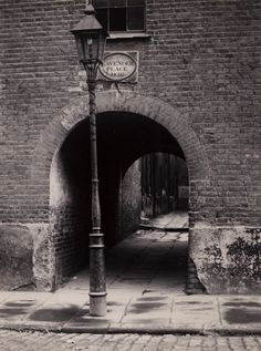Lavender Place, off Pennington Street, Wapping, photo by William Whiffin                                                                                                                                                                                 Mais