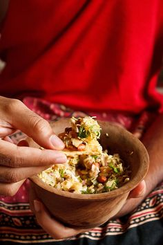 Bombay street snack: bhel puri recipe Serves 3-4 2 cups puffed rice 2 tbsp mint cilantro chutney (see recipe) 2 tbsp tamarind dates chutney (see recipe) 1 large boiled potato ½ to ¾ cup boiled moong beans or steamed moong sprouts 1 medium size tomato 1 small onion 1 tsp roasted cumin powder 1 tsp chaat masala ½ tsp red chili powder ¼ cup chopped coriander (cilantro) leaves ¼ or ½ cup sev 5-6 papdis, broken into pieces 2 tbsp roasted peanuts 1 tsp lemon juice black salt as required