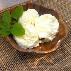 Lemon Frozen Yogurt (revisited) / Yogur Helado de Limón   honey & figs
