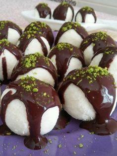 Schneeball-Dessert in 10 Minuten (Gorgeous Raffaello Cocostar) - Leckere Rezepte, Subway Cookie Recipes, Poached Apples, Banana Split, Iftar, Turkish Recipes, Desert Recipes, Sweet Recipes, Cravings, Deserts