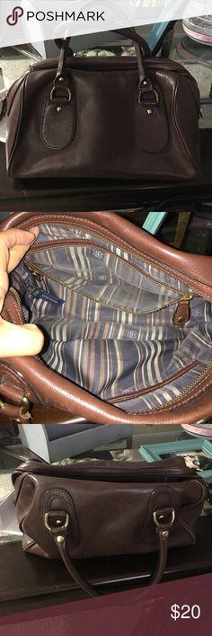 Banana republic purse Great purse very good condition purse Banana Republic Bags
