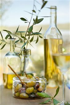Olives and olive oil are a great part of Greek food and traditions. Many families make their own olives and sell them at supermarkets or serve as starters at restaurants before a meal. Olive Oil Hair, Hair Oil, Olive Oils, Antipasto, Greek Recipes, Italian Recipes, Olives, Salud Natural, In Vino Veritas