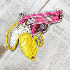"""Брошь """"Crazy Banana"""" множится и разлетается по моим любимым клиентам, очень мне радостно, что даже такая сумасшедшая брошь находит своих хозяев #брошь #брошьназаказ #брошьбанан #брошьпистолет #брошьмосква #брошьручнойработы #handmade #brooch #embroidery #ручнаяработа #мода #стиль #crazy #банан #пистолет #fashion"""