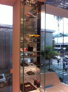 Citroen Experience Center - Jardins - São Paulo - Brasil - Depois de Paris e China, a Citroen apresenta sua terceira loja conceito no mundo, nos jardins em São Paulo. Além da exposição de carros de ponta da marca, a loja conta com uma livraria em parceria com a Free Book, um Bistrô-Café Paris 6 e uma boutique com souveniers da marca. Uma experiência única que vale a visita. #varejo #retail #loja #store #retaildesign #citroen #sãopaulo #brasil #conceptstore #lojaconceito