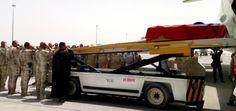 Telo slovenského vojaka Daniela Kavuliaka zastreleného v Afganistane priviezli domov vládnym špeciálom. Viac na http://tvnoviny.sk/sekcia/zahranicne/archiv/catar-daniel-kavuliak-35-je-uz-na-poslednej-ceste-domov.html (Foto: SITA)