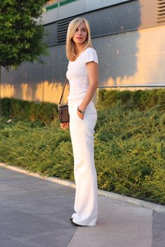 Dana Rogoz Celeb Style, My Style, Pure White, Fashion Bloggers, Flare Jeans, Celebs, Style Inspiration, Pure Products, Clothes For Women