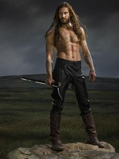 A gallery of Vikings publicity stills and other photos. Featuring Travis Fimmel, Katheryn Winnick, Alexander Ludwig, Clive Standen and others. Vikings Tv Series, Vikings Tv Show, Galerie Saatchi En Ligne, Viking Men, Viking Life, Katheryn Winnick, Alexander Ludwig, Ancient Vikings, Ragnar Lothbrok