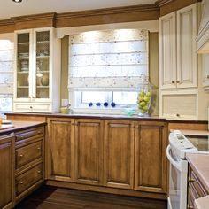 kleine Küche in U Form in weiß mit Holz Arbeitsplatte ... | {Küchenideen u form 23}