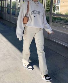 Indie Outfits, Teen Fashion Outfits, Retro Outfits, Cute Casual Outfits, Look Fashion, White Outfits, Nike Fashion Outfit, Trendy Teen Fashion, Cute Nike Outfits