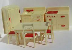 RENWAL-CREAM-RED-COMPLETE-KITCHEN-SET-VINTAGE-DOLLHOUSE-FURNITURE-3-4-PLASTIC