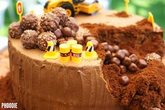 If you are looking for a SUPER SIMPLE, EASY-PEASY, IMPRESSIVE and DELICIOUS birthday cake idea for the Construction loving little boy or girl in your life, LOOK NO FURTHER! I present you with yet a...