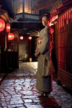Zhang Ziyi as Sayuri (Memoirs of a Geisha) Japanese Geisha, Japanese Kimono, Japanese Art, Zhang Ziyi, Colleen Atwood, Art Grants, Japanese Costume, Memoirs Of A Geisha, China Girl