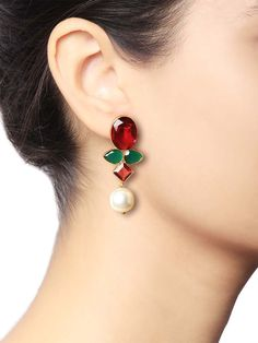 The beauty is in the simplicity of our pearl designer jewellery. Look effortlessly stylish in your latest jewellery designs and don't overpay on price. Shop online for Onyx Pearl Earrings from our co Gold Earrings Designs, Gold Jewellery Design, Silver Jewelry, Designer Jewellery, Silver Ring, Handmade Jewellery, Indian Earrings, Pearl Earrings, Statement Earrings