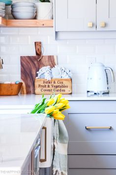 Home Interior Cocina Modern Boho Farmhouse Spring Decorating Home Tour Farmhouse Style Furniture, Farmhouse Decor, Farmhouse Kitchens, Rustic Decor, Blue Home Decor, Cheap Home Decor, Spring Kitchen Decor, Different House Styles, Spring Break Trips