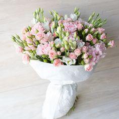 Сандра. Букет, вдохновлённый мелодично-женственными сладко-звонкими треками Сандры Крету из диско-эпохи 80-х. Кустовая роза, гвоздика, лизиантус #pink #carnation #shrub #rose #bunch #flowers #Lisianthus #eustoma