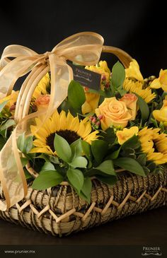 Flower arrangement / Arreglo Floralhttp://boutique.prunier.mx/collections/les-paniers/products/tournesol