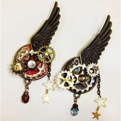 レジン,スチームパンク,ブローチ,歯車,ハンドメイド                                                                                                                                                                                 もっと見る Steampunk Earrings, Steampunk Gears, Steampunk Design, Resin Jewelry, Jewelry Findings, Diy Jewelry, Galaxy Jewelry, Jewellery, Steampunk Accessories
