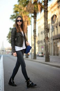 Zina Charkoplia of fashionvibe puts together an effortless look with J BRAND's 620 Stocking Super Skinny in Mystery. #TheStockingJean