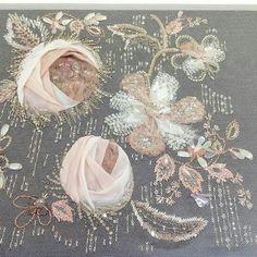 by Lesage🌷❤↔#вышивка #вышивкабисером #вышивкапайетками #ручнаяработа #москва #moscow #вышивкалюневильскимкрючком #крючокдлявышивки #рукоделие #design #дизайн #интерьер #декор #emboiderydesigndecor #embroidery_design_decor Tambour Beading, Tambour Embroidery, Embroidery Sampler, Couture Embroidery, Gold Embroidery, Embroidery Applique, Embroidery Patterns, Beading Patterns, Embroidery For Beginners