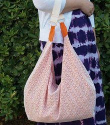 4 Hour Slouchy Hobo Bag. You're just a few short hours away from owning your new favorite everyday bag! The 4 Hour Slouchy Hobo Bag will not only hold everything you need, it's stylish and comfortable to carry around. You'll love this free tote bag pattern. #sewing