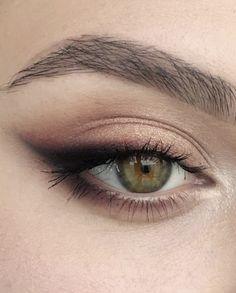 eyeshadow cat eye smokey eye with brown accents | green and hazel eye makeup ideas | microbladed perfect eyebrows | natural makeup ideas #makeup #cateye #smokeyeye #Eyemakeup