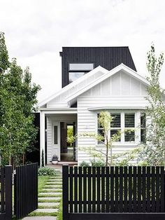 Kerb appeal: 30 ideas for styling your home exterior Flip the traditional white picket fence on its head with a lick of bold black paint out front and up top, like this stunning Melbourne. Design Exterior, Exterior Colors, Interior And Exterior, Cottage Exterior, Modern Exterior, Black Exterior, Bungalow Exterior, Facade Design, Craftsman Exterior