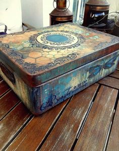 Decoupage Furniture, Decoupage Box, Painted Furniture, Painted Boxes, Wooden Boxes, Middle School Crafts, Diy Furniture Accessories, Distressing Chalk Paint, Chalk Paint Projects