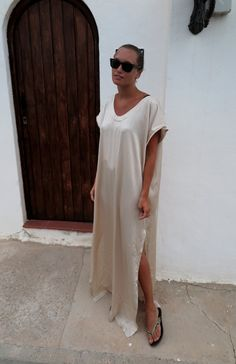 Crazy about this look.  A flowing caftan (Filippa K)+ Ray Bans + upscale flip flops.