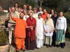 """Musikbegeisterte stimmen sich bei Workshop aufeinander ein: Ein Musik-Workshop für die deutschen Bhajan-Freunde wurde vergangenes Wochenende in Springen veranstaltet. Kalyanishwan berichtete hierzu: """"Es war eine wundervolle Zeit, fleißig haben wir begleitet von Swami Anashuya und Poornananda ge�…"""