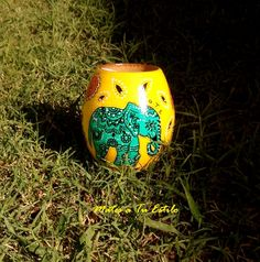 Mate Rustico pintado artesanal - Mates y Bombillas - Casa - 803819 Painted Pots, Clay Pots, Flower Pots, Beautiful Flowers, Christmas Bulbs, Projects To Try, Elephant, Baby Shower, Diy