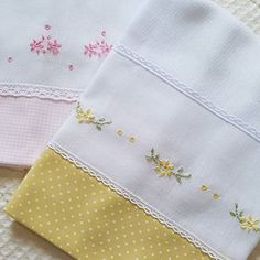 Hand Embroidery Designs, Embroidery Stitches, Embroidery Patterns, Baby Sheets, Towel Crafts, Techniques Couture, Baby Towel, Heirloom Sewing, Needlework