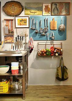 Ideias para conseguir espaço para armazenar as coisas neste lugar complicado que é a cozinha...