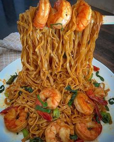 Our all natual is the perfect sauce to mix into your next bowl of healthy and spicy shrimp noodles! Credit to via prawn egg noodles! Cute Food, I Love Food, Good Food, Yummy Food, Food Goals, Aesthetic Food, Food Cravings, Food Dishes, Food Inspiration