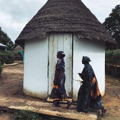 Sénégal; Woman enter Fass Medical Center