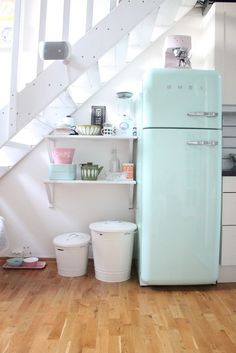 smeg | http://vintage-life-styles.blogspot.com       ...vintage fridge! all so sweet! right down to the little cat bowls