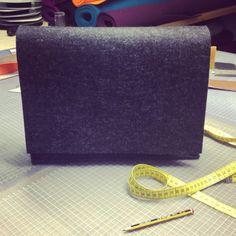 Von der Messenger Bag zur Aktentasche  #burninglove #felt #suitcase #tasche #pouch #sleeve #filz