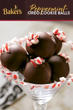 An easy to make dessert recipe for no-bake Peppermint-OREOⓇ Cookie Balls? But what happens when you add peppermint and OREO Cookies to the mix? Very happy times ahead. Christmas Deserts, Christmas Party Food, Christmas Cooking, Holiday Desserts, Holiday Baking, Holiday Treats, Holiday Recipes, Candy Recipes, Christmas Candy