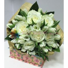buchete din lalele si trandafiri albi Floral Wreath, Wreaths, Vegetables, Home Decor, Flower Crown, Decoration Home, Door Wreaths, Veggies, Vegetable Recipes