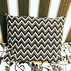 #pillow #blackandwhite #chevron #sewingmakesmehappy #kissen #schwarzweiss #schwarzweiß #nähenmachtglücklich #ichnähmirdieweltwiesiemirgefällt