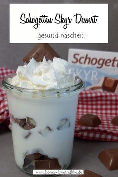 Schogetten Skyr Dessert - nach dem Motto gesund naschen. #Schogetten #Skyr #Dessert Pudding, Easy Peasy, Motto, Party Ideas, Fruit Trifle, 3 Ingredients, Finger Food, Bakken, Treats