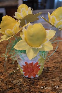 daffodil cake pops, I'll have to make this soon!