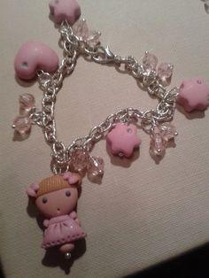 Braccialetto bambolina e cuoricini realizzato in pasta polimerica - by Pink Art