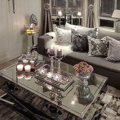 Så flott hos @hanas_home♥️ #livingroom #details #detaljer #interiordesigner #interiør #interiorstyling #interior #interiores #interior4all #interior #interiordesign #interior123 #interior#homegoods #decoraciondeinteriores #decor#decora #decor #hem_inspiration #inspire_me_home_decor #dreamhome #dreaminteriors #shabbyhome #shabbydecor #interiordesign #lovelyinterior #classyinterior #classicliving #homegoods #homedeco #finehjem #vakrehjem #interior125