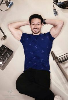 Tiger Shroff sexy bicep bulge in tight tshirt Indian Celebrities, Bollywood Celebrities, Arnold Movies, Tiger Shroff Body, Tiger Love, Tiger Girl, Nakul Mehta, Sr K, Actors Images