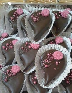 ديكور حلويات Algerian Recipes, Oreo Cupcakes, Chocolate Covered Oreos, Food Decoration, Food Crafts, Mini Cakes, Fondant, Cookie Decorating, Sweet Recipes