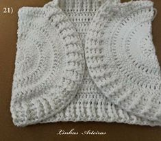 Arteiras lines: Step by step jacket. Crochet Dress Girl, Crochet Baby Cardigan, Crochet Coat, Crochet Baby Booties, Baby Patterns, Crochet Patterns, Baby Sweaters, Kids And Parenting, Baby Dress