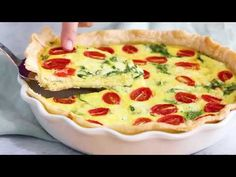 —-remove crust for Keto. —-This easy vegetarian quiche recipe is made with spinach, ricotta cheese, eggs, tomatoes and basil. Perfect for breakfast, lunch or brunch or serve it with a Skinny Recipes, Ww Recipes, Light Recipes, Brunch Recipes, Great Recipes, Breakfast Recipes, Cooking Recipes, Favorite Recipes, Chicken Recipes